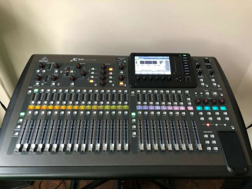 Consola Behringer X32 32-Channel 16-bus Total Recall Digital Mixing - 1