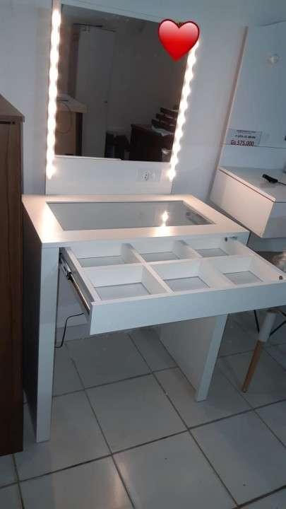 Tohalet Lara Tocador con espejo para maquillar con luces led - 0