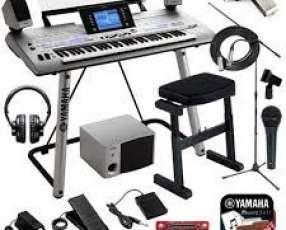 Teclado Yamaha Tyros 4 61-Key Pro Arranger Workstation