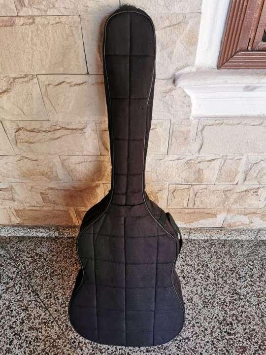 Guitarra criolla con estuche - 3