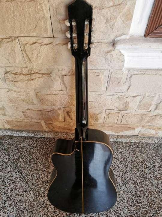 Guitarra criolla con estuche - 2