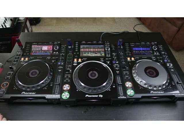 2 Pioneer CDJ2000 y 1 DJM2000 - 1