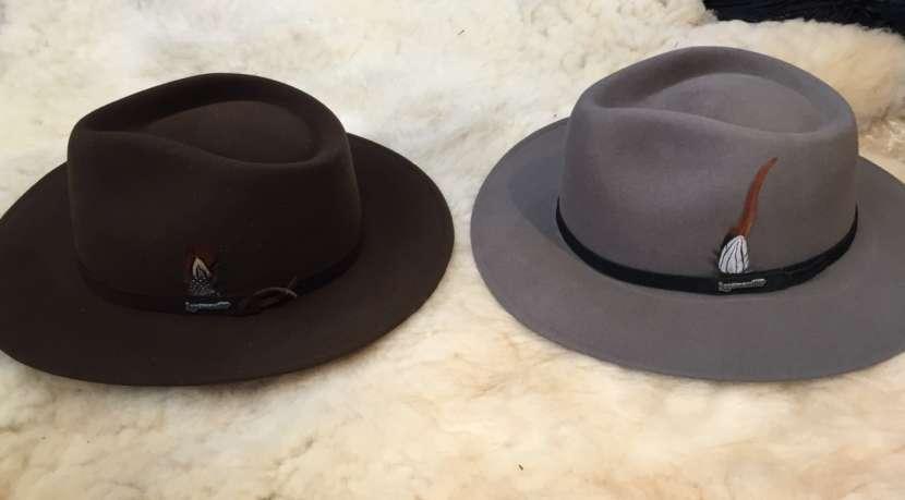 Sombrero lagomarsino de pana y nobuck. - 2