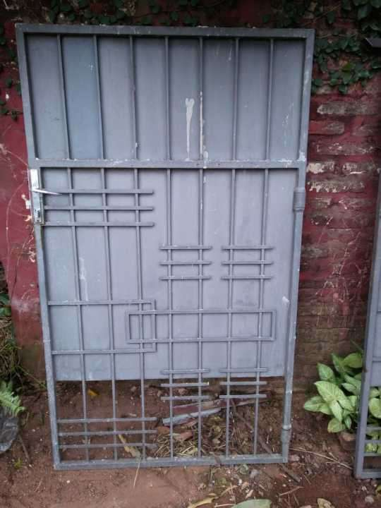Portón de hierro peatonal - 0