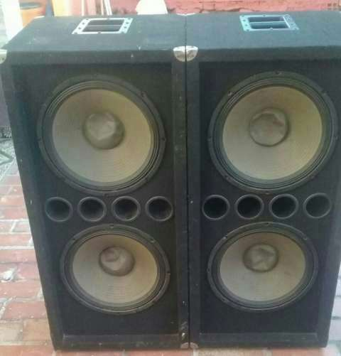 Cajas con parlantes de 15 pulgadas mega bass - 0