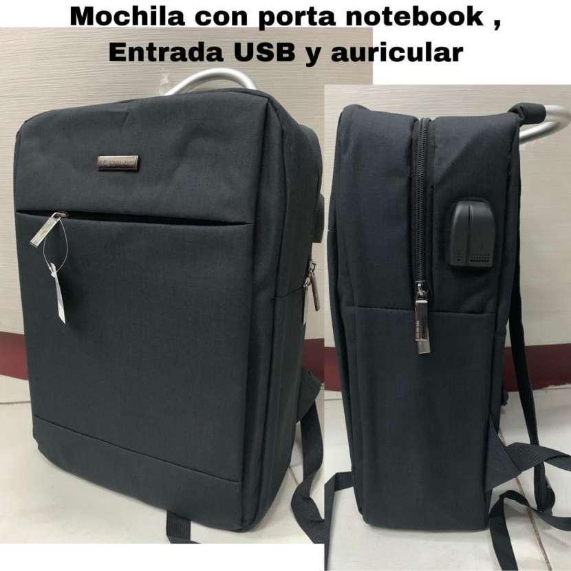 Mochila con porta notebook - 0