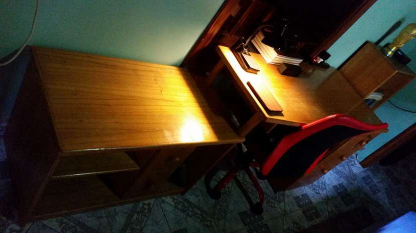 Juego de escritorio con estantes - 2