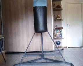 Bolsa de boxeo con armazón