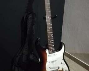 Guitarra eléctrica strato Suzuki con estuche