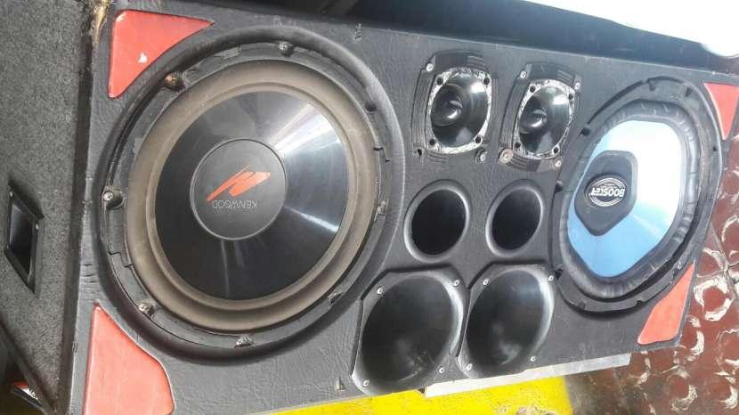 Caja de radio para auto - 0