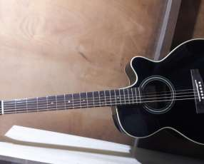 Guitarra Acústica de Marca Takamine