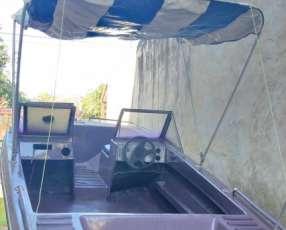 Embarcación Cavel con motor