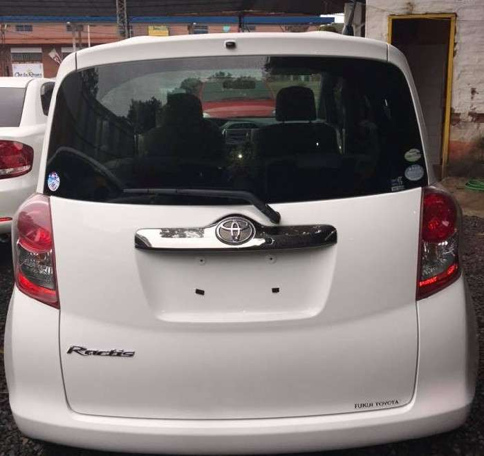 Toyota Ractis 2008 - 4