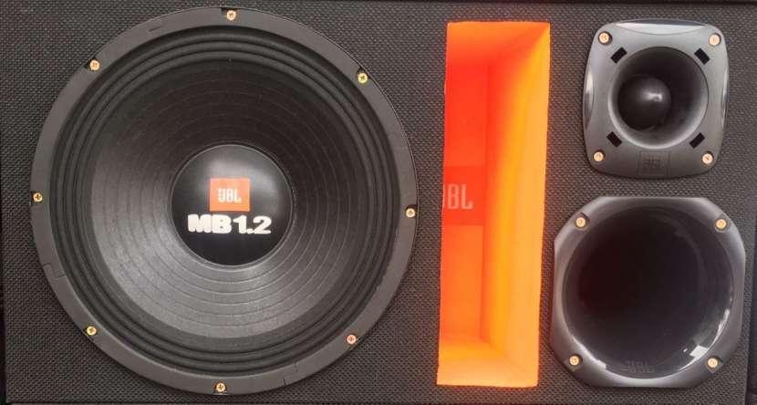 Caja trio JBL 1600W - 1
