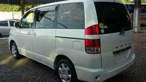 Toyota noah 2004 - 3