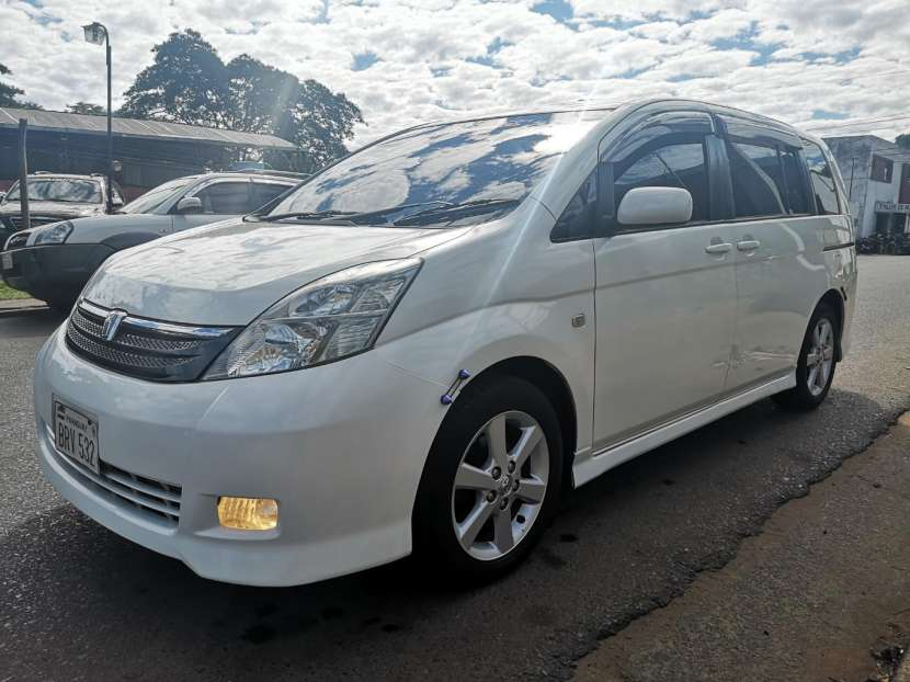 Toyota isis 2006 full equipo - 2