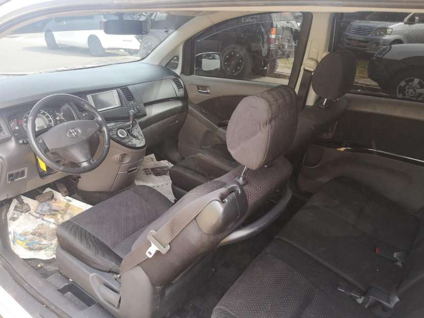 Toyota isis 2006 full equipo - 3