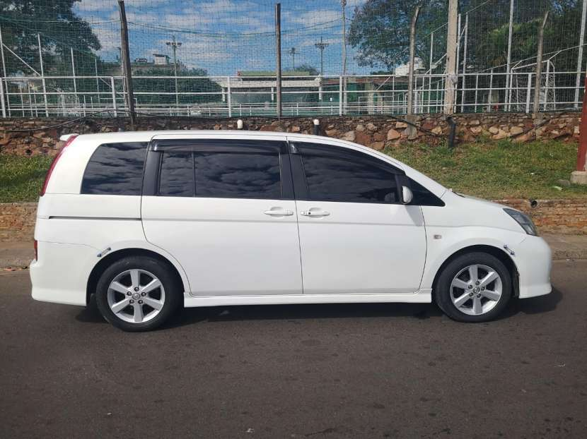 Toyota isis 2006 full equipo - 9