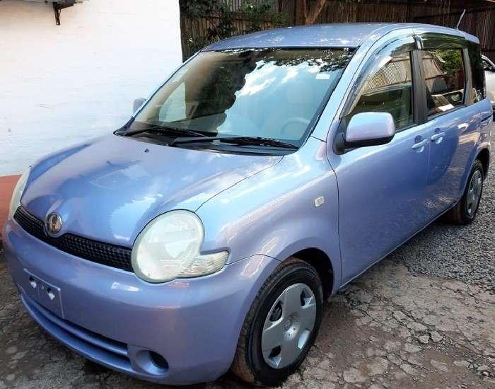 Toyota Sienta 2005 - 2
