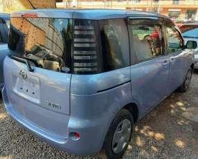 Toyota Sienta 2003