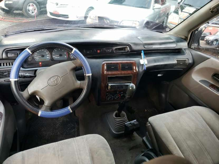 Toyota Noah 1998 - 9