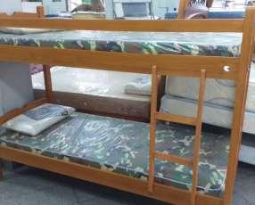 Cama doble con colchón y almohada