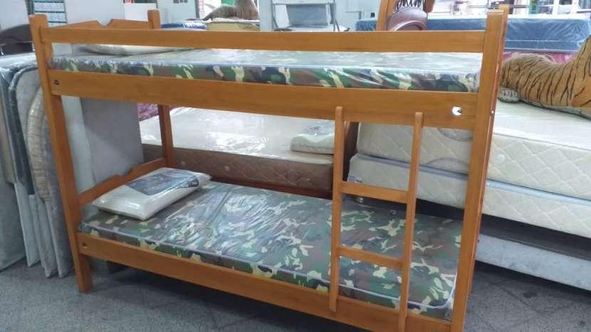 Cama doble con colchón y almohada - 0