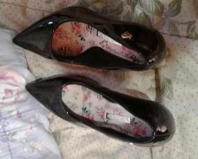 Calzado negro calce 37