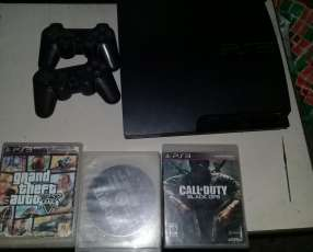 PS3 con 2 controles y 5 juegos
