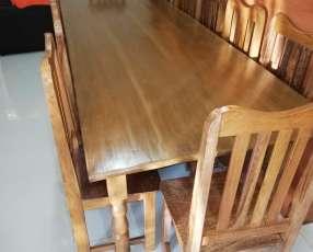 Mesa de lapacho con 12 sillas