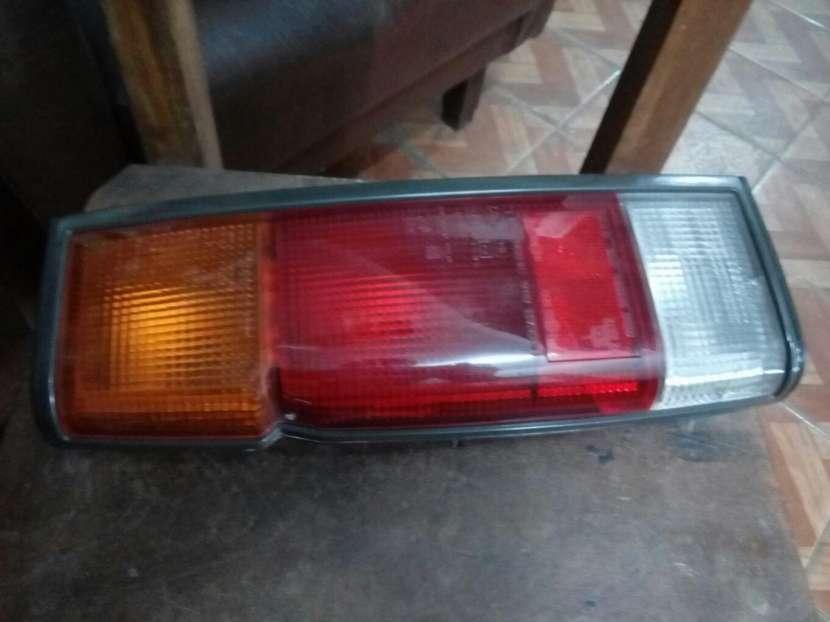 Faro trasero izquierdo Nissan D21 1998 - 0