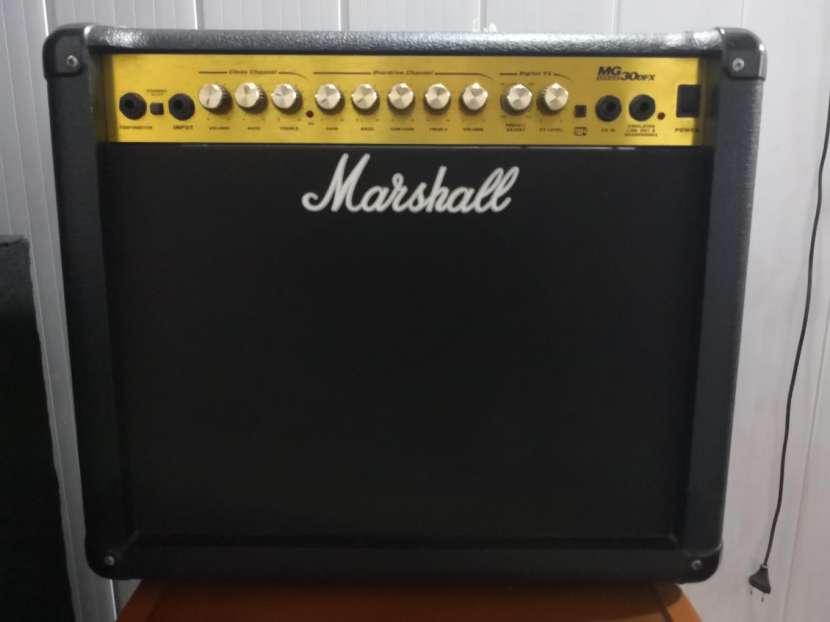 Amplificador de guitarra Marshall MG de 30 - 0