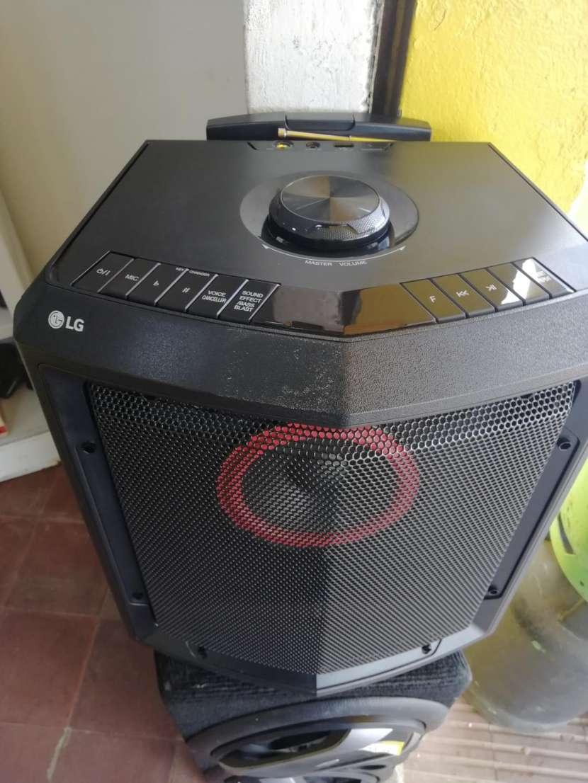 Equipo de sonido portátil LG - 0