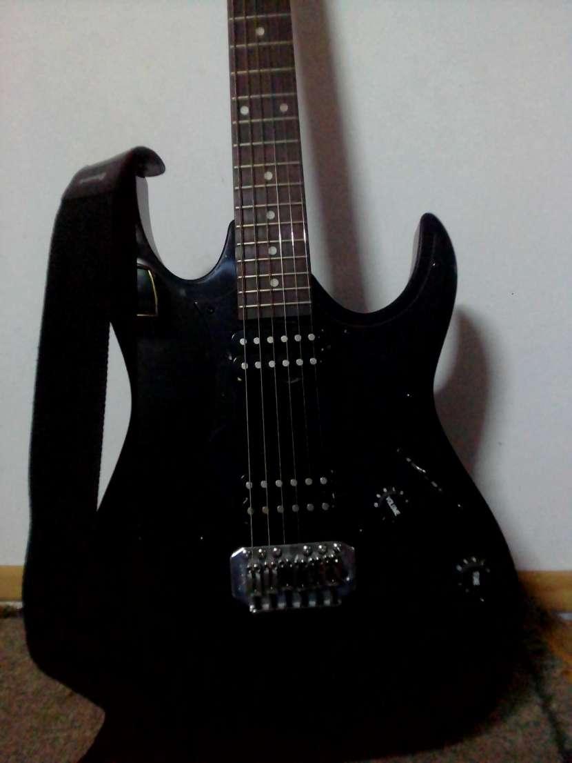 Guitarra eléctrica Ibanez - 1