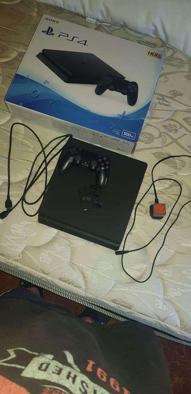 PS4 Slim - 0