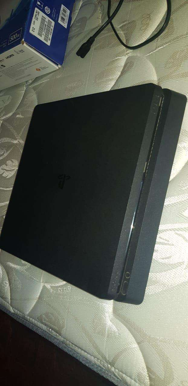 PS4 Slim - 1