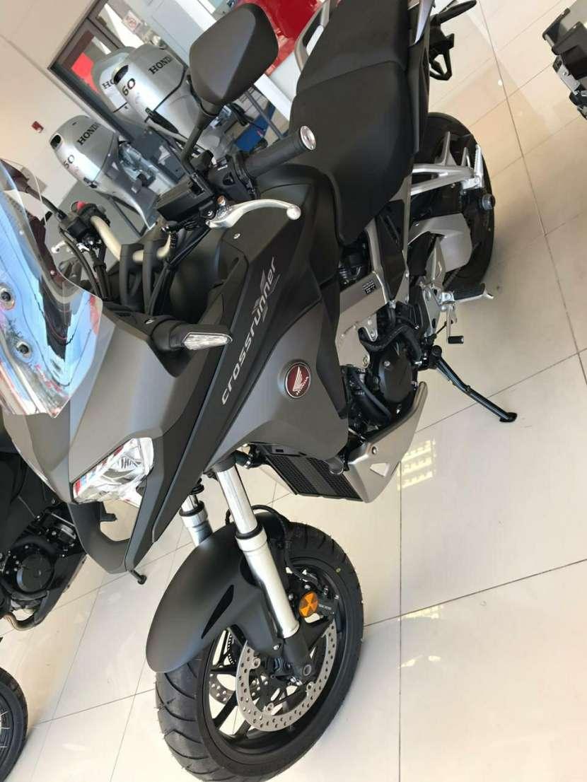 Moto Honda VRF 800 Crossrunner - 2