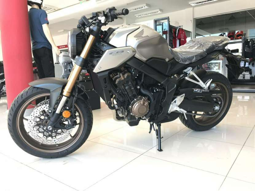 Moto Honda CB 650 R - 2