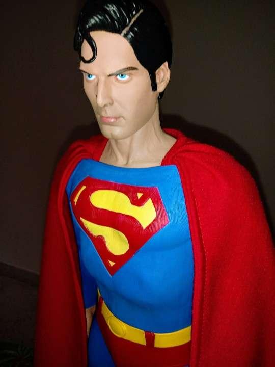 NECA Superman Escala 1/4 - 2