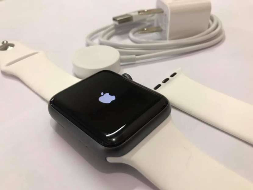 Apple Watch Series 3 42mm - 0