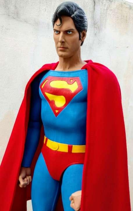 NECA Superman Escala 1/4 - 4