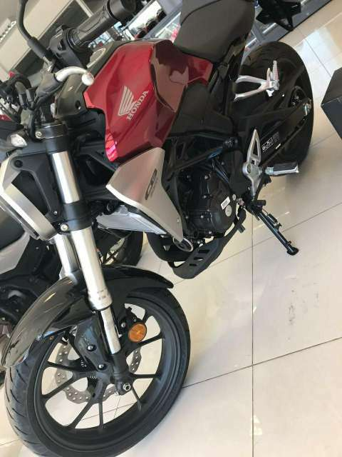 Moto Honda CB 300 R - 1