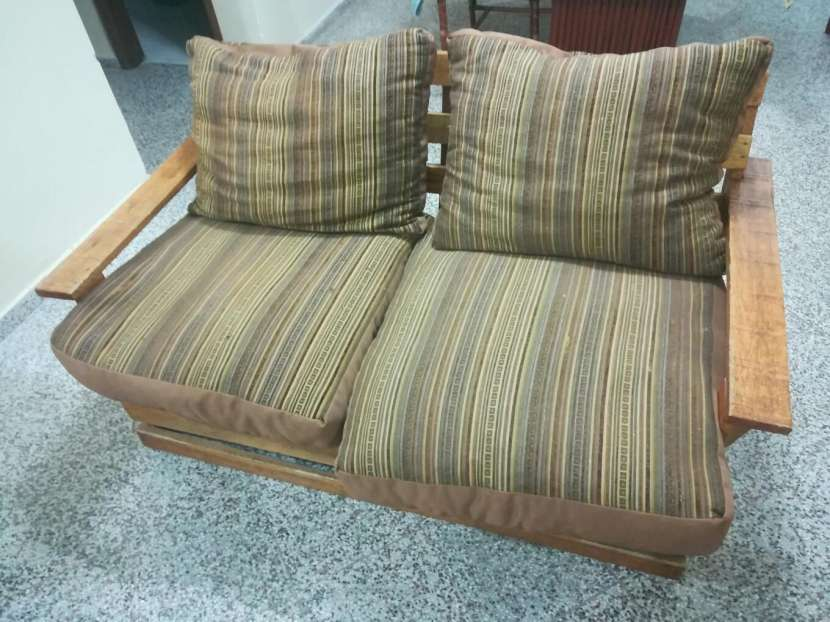 Sofá de madera para dos personas - 0