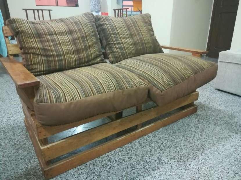 Sofá de madera para dos personas - 1