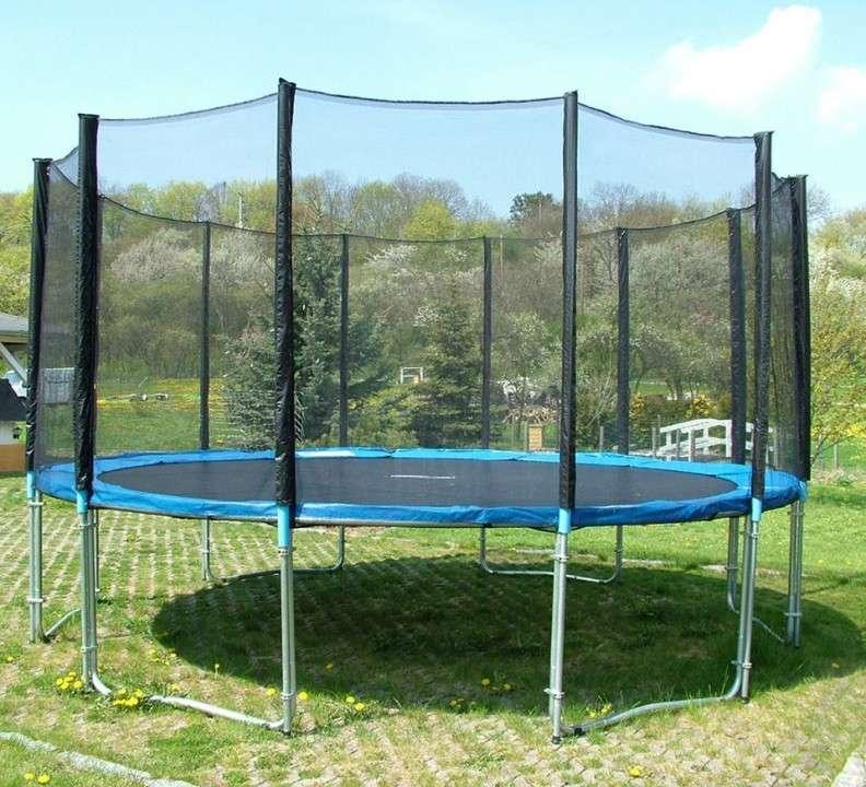 Cama elástica 4.3 mts con red c/ aro de basquet - 0