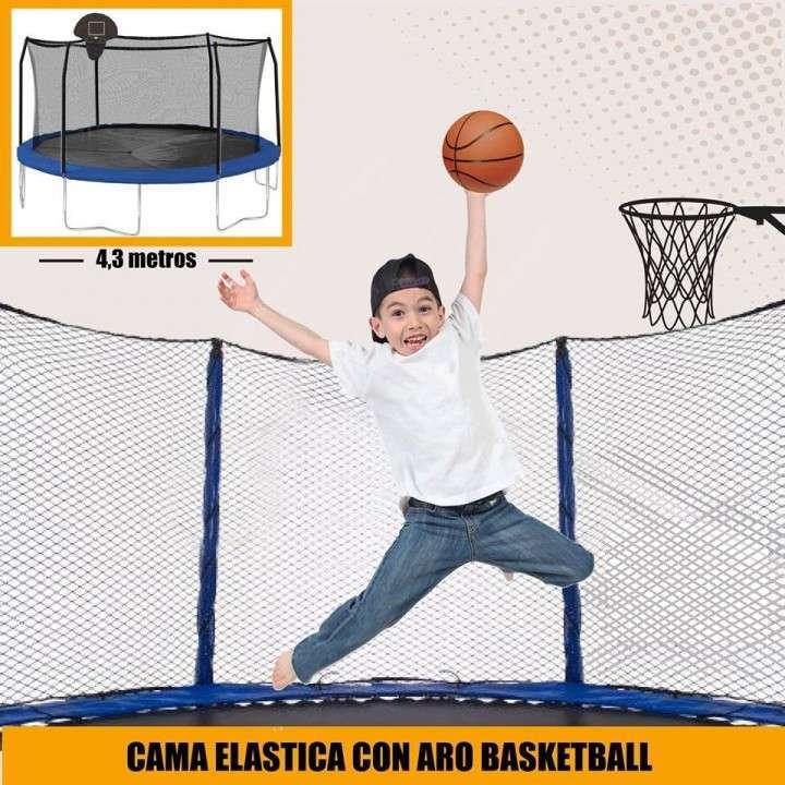 Cama elástica 4.3 mts con red c/ aro de basquet - 1