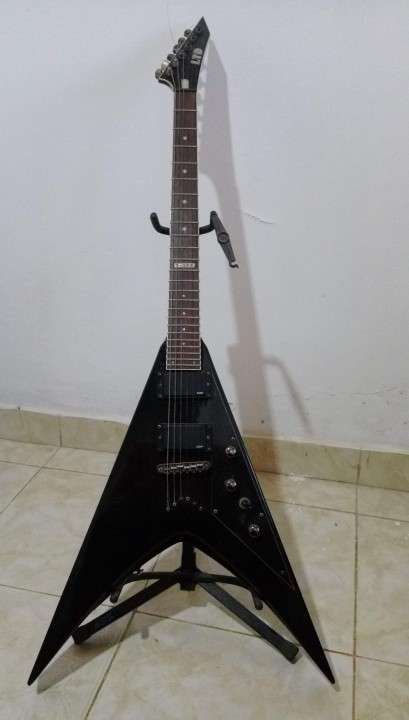 Guitarra ESP - LTD V-200 - 0