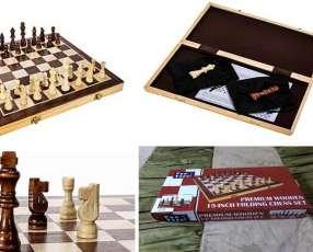 Juego de ajedrez de madera con tablero plegable