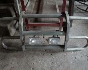 Paragolpe con faros izquierdo y derecho incluidos