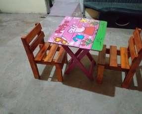 Mesita con silla para criatura